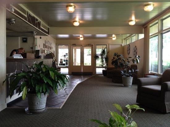 Riverside Inn: lobby