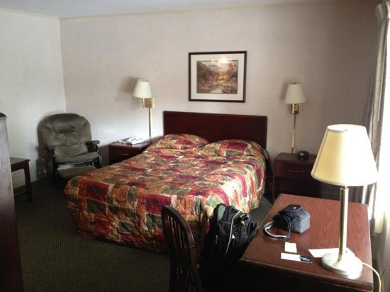 Riverside Inn: Room