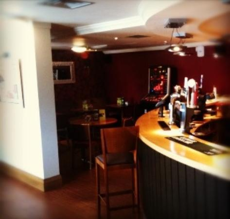 Premier Inn Sheffield - Meadowhall: bar