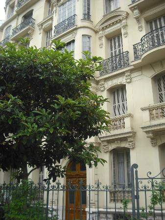 Hotel Victor Hugo Nice: Building where the hotel is located