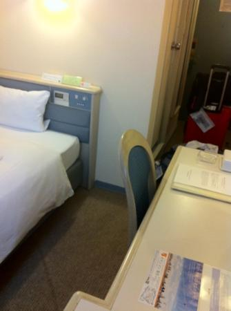Chisun Hotel Ueno: single room with light and aircon controls on bed