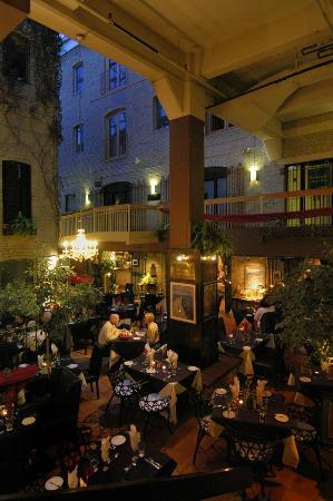Aroma courtyard picture of aroma mediterranean for Aroma mediterranean american cuisine