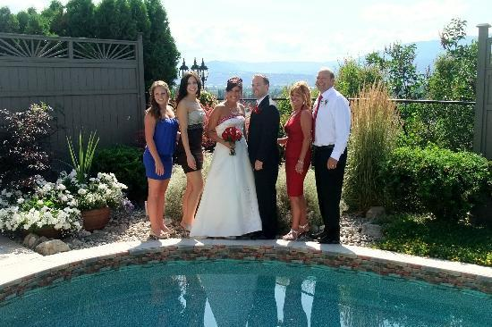 A Vista Villa B & B: A beautiful bride and her witnesses