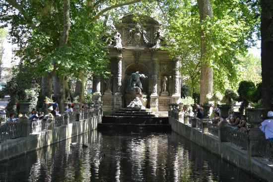 The medici fountain picture of luxembourg gardens paris - Jardin du luxembourg hours ...