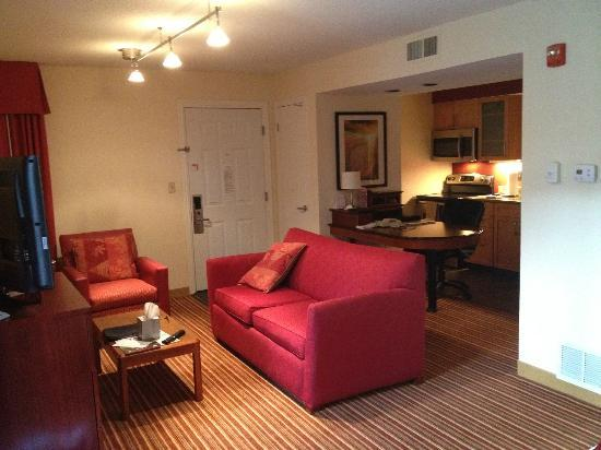 Residence Inn St. Louis Chesterfield: View of Living Area