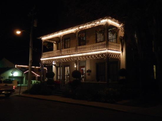 Carriage Way Bed and Breakfast: Carriage Way at night with front porches