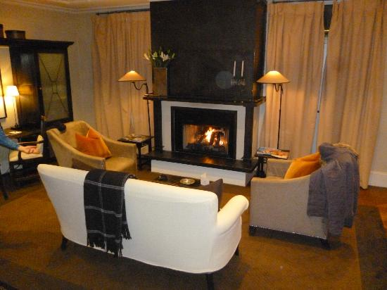 Eichardt's Private Hotel: living area with great fireplace