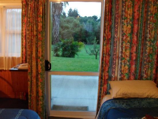 Otaki, Nowa Zelandia: Looking out to garden