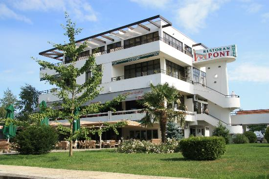Motel Le Pont: exterior of the hotel