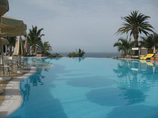 Roca Nivaria GH - Adrian Hoteles : Blick ber den Meerwasser-Pool zum Meer