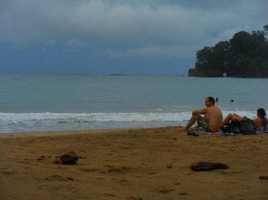 Walaba Hostel & Beach Houses: 2 minute walk to this lovely beach!