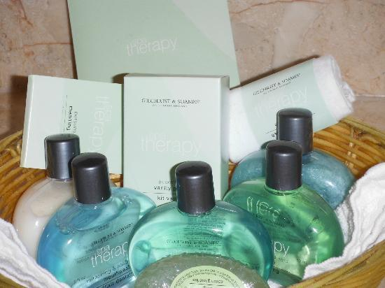 Pink Beach Club &amp; Cottages: Toiletries
