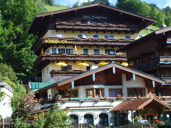 Photo of Hotel Sonnblick Saalbach