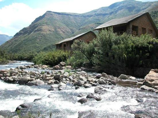 Maliba River Lodge: Situated on the river