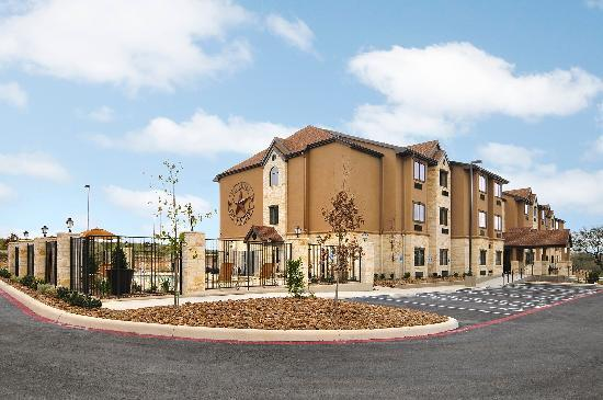 Microtel Inn & Suites by Wyndham San Antonio by SeaWorld/Lackland AFB: Exterior