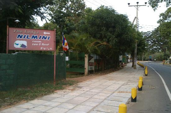 Nilmini Lodge: View of the Entrance