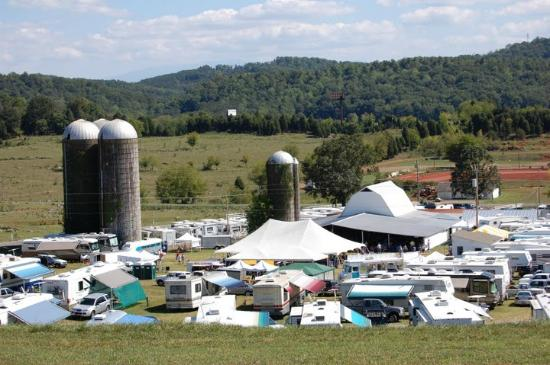 Kodak, Теннесси: Dumplin Valley Farm RV Park during festival time
