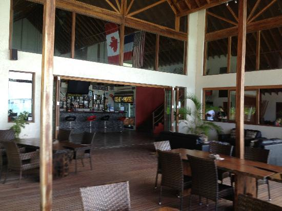 Lope Lope Lodge: Large dining and bar area with a games room upstairs