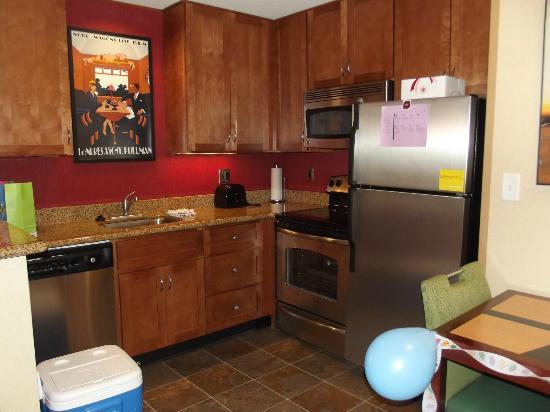 Residence Inn Auburn: Awesome kitchen