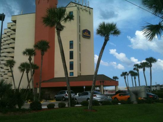 BEST WESTERN New Smyrna Beach Hotel & Suites: As you enter the hotel