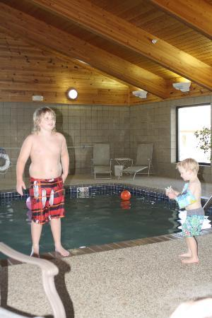 AmericInn Lodge &amp; Suites Belle Fourche: poolside!
