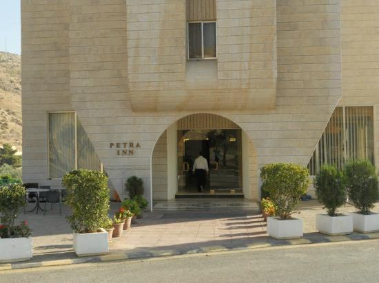 Petra Inn Hotel: Good location