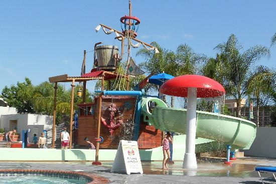 awesome waterpark for the kids picture of howard johnson. Black Bedroom Furniture Sets. Home Design Ideas