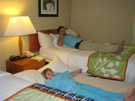 Fairfield Inn Seatac Airport: A tight squeeze--fitting a rollway bed in a small room