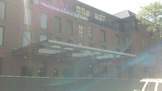 Sheraton Philadelphia Society Hill Hotel: Renovation occurring outside the entrance
