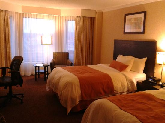 Delta Toronto East: large room with 2 beds