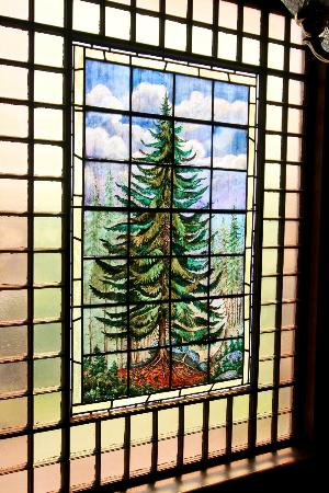 Greenville Inn at Moosehead Lake : Window in the stairway