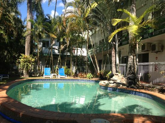 Silvester Palms Holiday Apartments: Relaxing by the pool