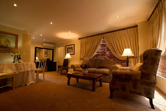 Little Tuscany Boutique Hotel: Executive Suite Living Room