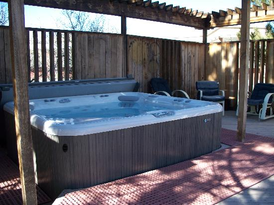 Aspen Leaf Lodge: Hot Tub