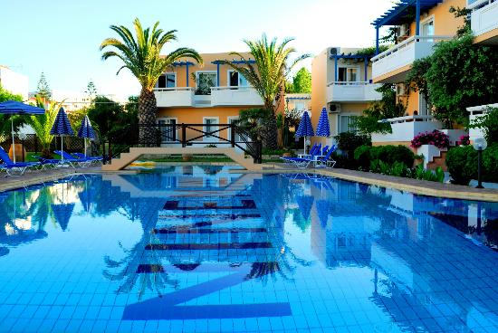 Agia Marina, Greece: Ninemia&#39;s Pool...