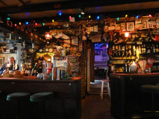 Kingsbridge, UK: Bar with walkthrough to the 2nd Bar area