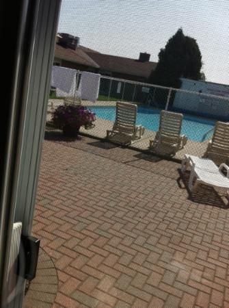 Super 8 Port Elgin: view of outdoor pool from our room