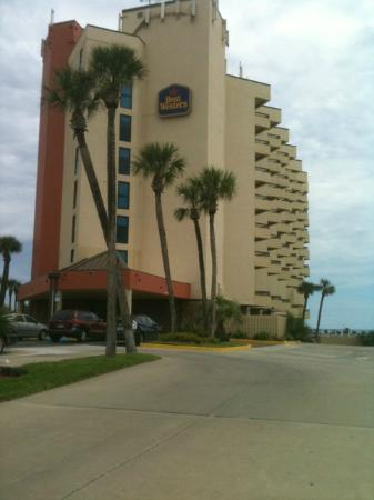 BEST WESTERN New Smyrna Beach Hotel & Suites: Beautiful Entrance