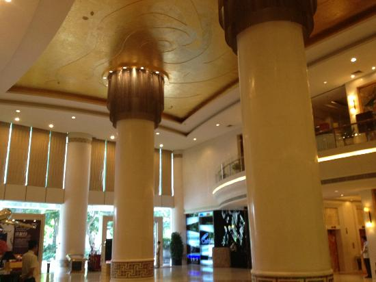  : Grand Posts in Hotel lobby