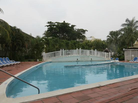 Amaryllis Beach Resort: The pool.