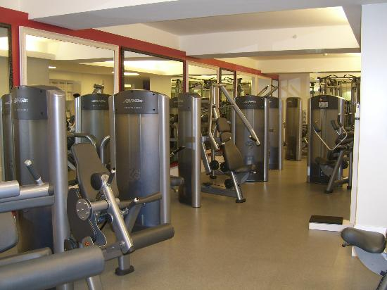Manalapan, Floryda: Nice Gym - very spacious and lots of machines