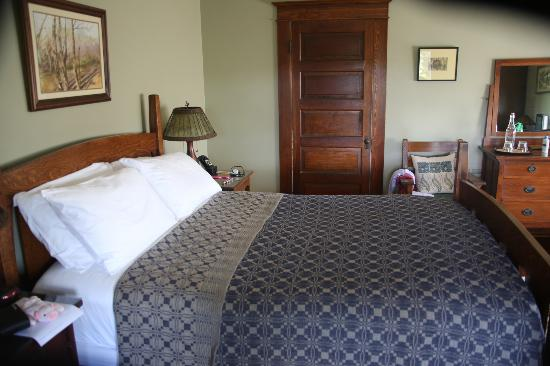 Laurel Lodge: Cedar View room (this picture doesn't show how spacious it is)