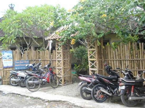 Dana Guesthouse: bike for free to use during your stay