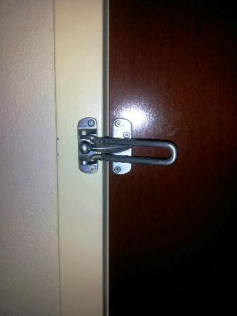 Comfort Inn & Suites: locked from the inside while we were out