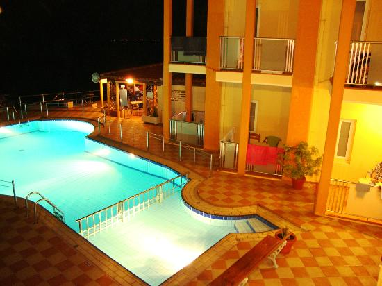 Girogiali Apartments: πισινα