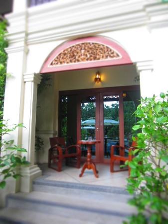 Khum Phaya Resort & Spa, Centara Boutique Collection: door at the back of our room to the pool