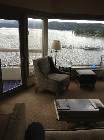 The Coeur d'Alene Resort: Sitting area and view from the room.