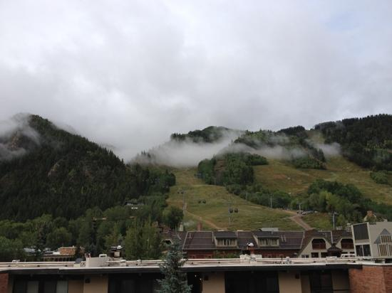 Aspen Square Condominium Hotel: view of mountain from room 410