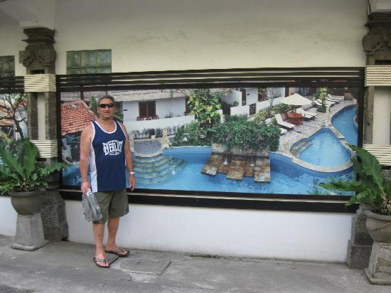Kuta Lagoon Resort & Pool Villa: Picture gallery on wall