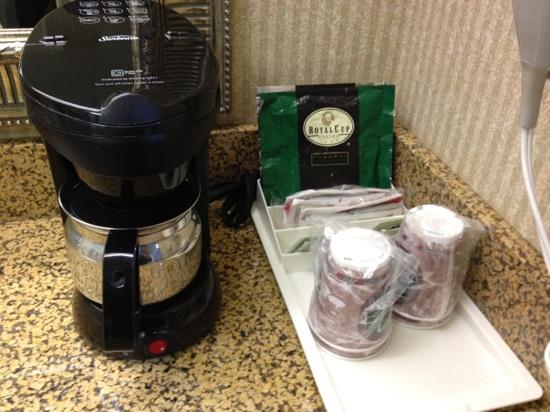 The Comfort Inn & Suites Anaheim, Disneyland Resort: coffee maker